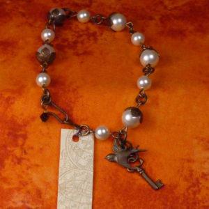 Pearl and Vintage brass toggle bracelet BR011